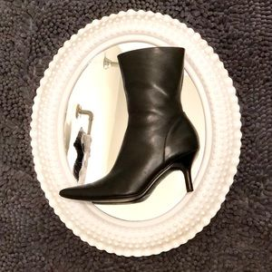 [ Steve Madden ] Chicago Bootie with heels Size 6